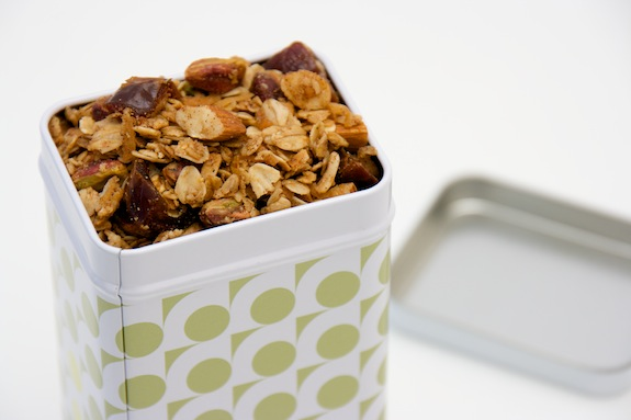 almond and date granola
