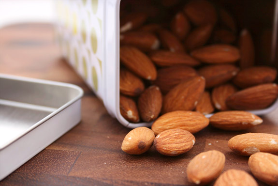 almonds for snacking
